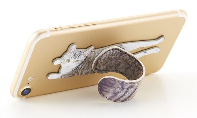 猫のしっぽをスマホスタンドに使用した場合(横置き)