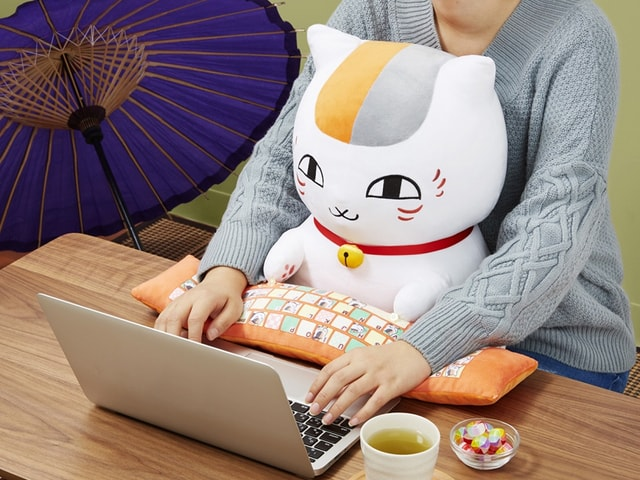 夏目友人帳の猫キャラ「ニャンコ先生」が可愛いクッションになって登場