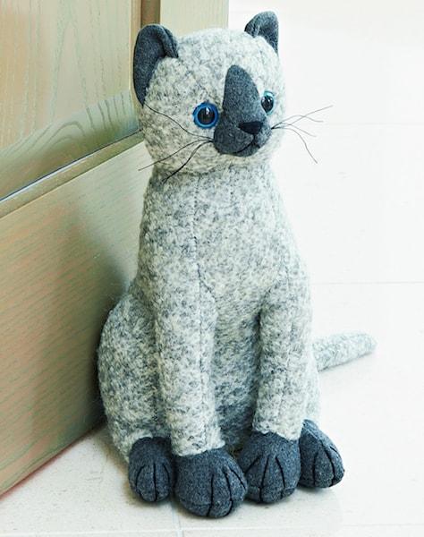 英国・ドラデザイン社製、高級ファブリックの猫のドアストッパー