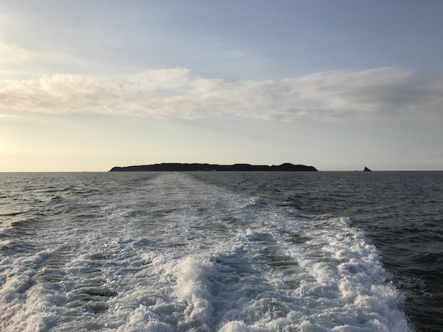 福岡県の玄界灘に浮かぶ猫島、相島(あいのしま)