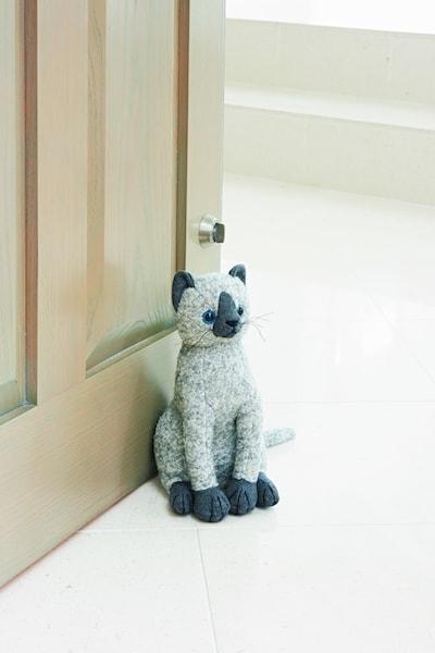 英国・ドラデザイン社製、猫のドアストッパー(シャムネコ)