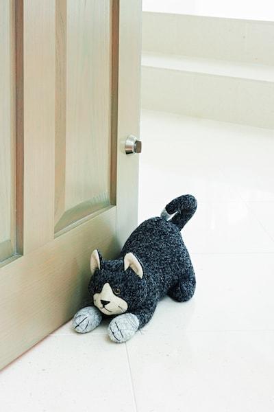 英国・ドラデザイン社製、猫のドアストッパー(フェリクスキャット)