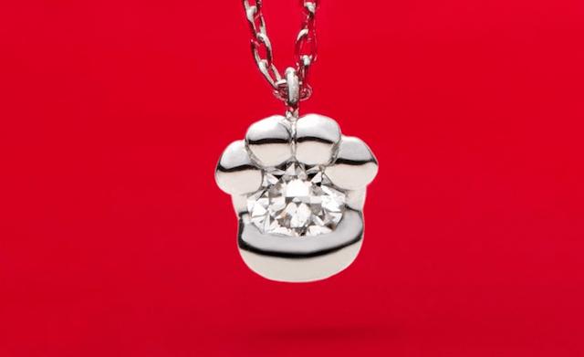 肉球デザインのネックレス by 猫デザインジュエリー「N.E.K.O.」