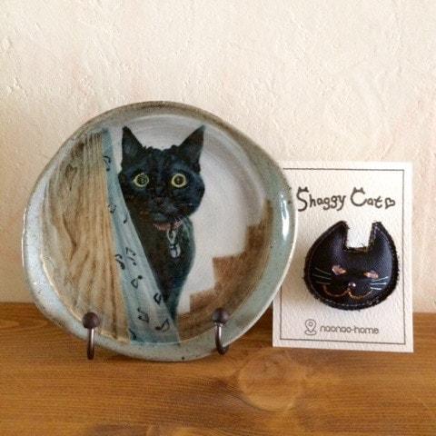 猫の絵付けをした小皿&帆布の猫ブローチ by にゃんこまつりで販売される猫グッズ