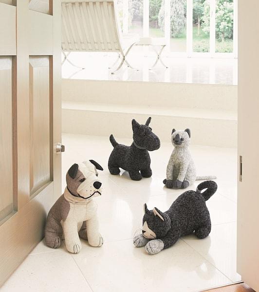 英国・ドラデザイン社製、猫と犬のドアストッパー