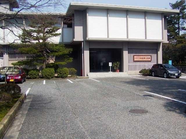 石川県立伝統産業工芸館の外観