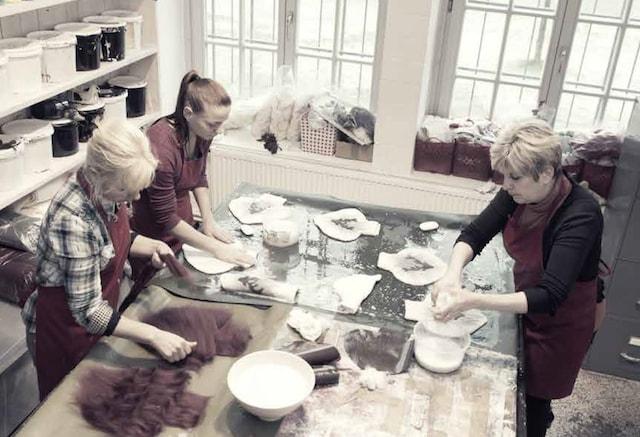 ドロシー・レーネンによる自社工房での製品づくり