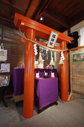 追い出し猫本舗にある猫神社