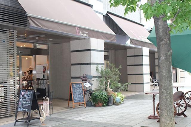神奈川県・新百合ヶ丘の洋菓子店「パティスリーエチエンヌ」の外観