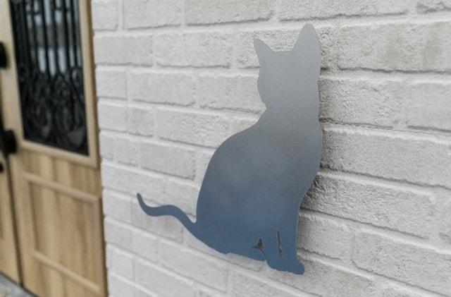玄関ドアの横にある猫型シルエット by necofino(ネコフィーノ)