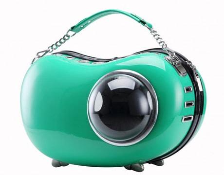 横型の豆型キャリーバッグ「U-pet アニマピーポッド」グリーンカラー
