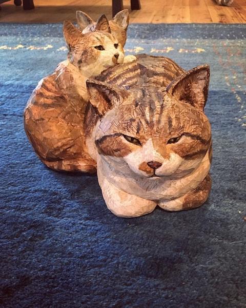 はしもとみお 作 (猫の彫刻)