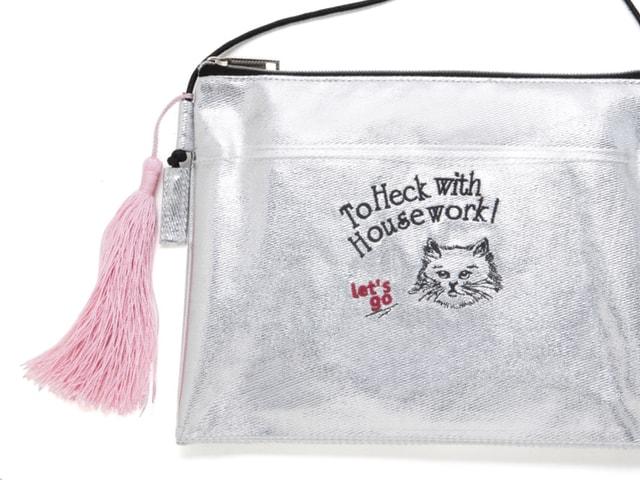 キャセリーニのネコ刺繍入りサコッシュが付いてくるムック本が発売中