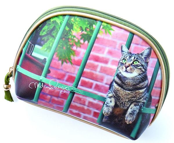 岩合光昭さんのネコ写真をモチーフにしたシェル型ポーチ