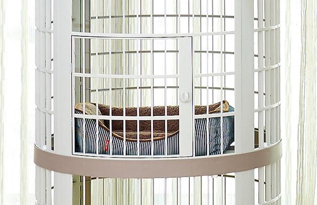 キャットツリーケージ2段目の棚板に猫ベッドを置いたイメージ