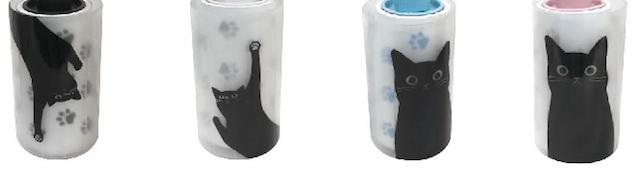 収納ケースに黒猫がデザインされている粘着クリーナー