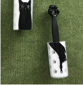 カーペットのお掃除にも最適なネコの手型のコロコロクリーナー