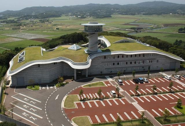 壱岐市立一支国博物館の外観、設計は建築家の黒川紀章