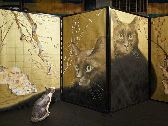 有形文化財・百段階段で開催中の猫のアート展、作品の展示風景を公開