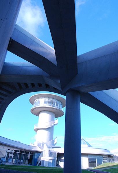 壱岐市立一支国博物館の屋上芝生広場と展望室