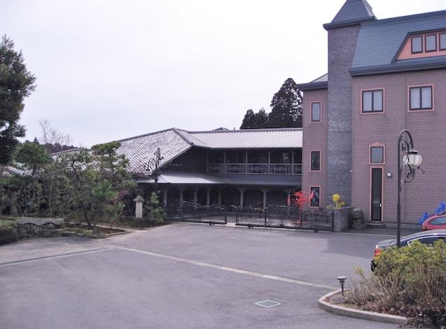 松山庭園美術館の外観