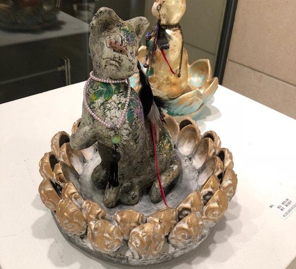 北鎌倉の工房で創作を行う蝉丸さんの猫アート作品