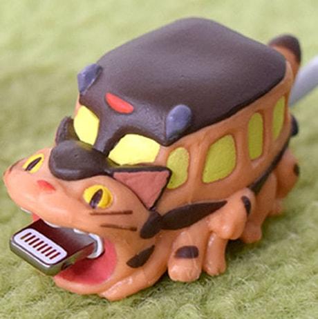 ネコバスがスマホに噛み付く充電ケーブルカバー