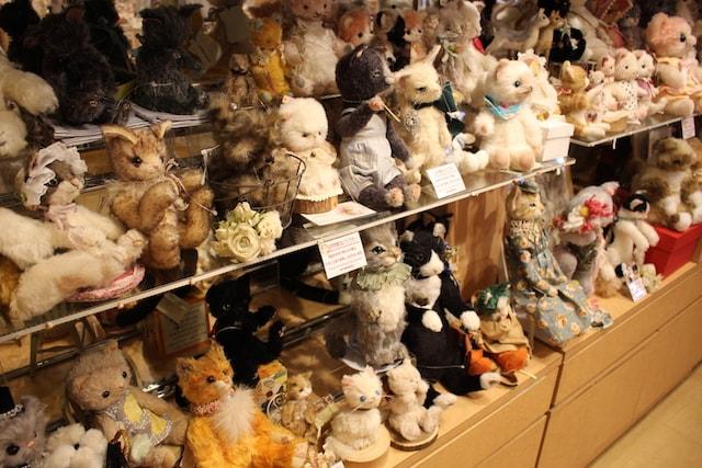 作家が製作したさまざまな猫の人形が大集合 by ドールショップ・タイムロマン