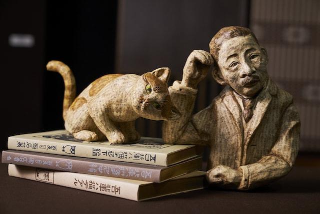 古本によって創られた張子「文庫張子夏目漱石」 by 古本選堂