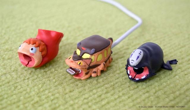 ネコバス、カオナシ、ポニョ、ジブリの人気キャラが噛み付く充電ケーブルカバー