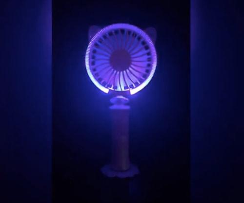 暗闇でLEDイルミネーションが光る卓上&ハンディファン「キャットファン」