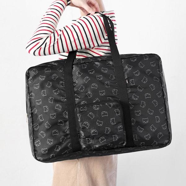おすましプーちゃんのボストンバッグを肩に掛けたイメージ