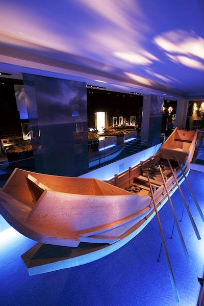 朝鮮半島と日本本土との海道を行き来していた古代船 by 一支国博物館の常設展示