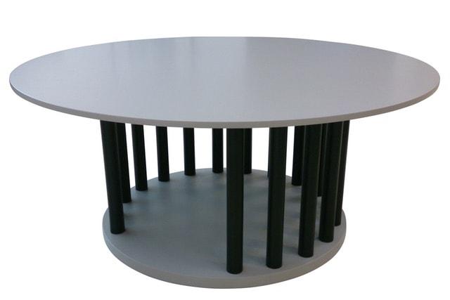 テーブルの下の空間が犬用のゲージにもなるセンターテーブル「ヴィラ」