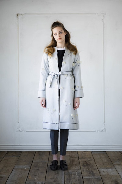 猫柄のコートを着たモデル女性 by July(ジュラーイ)