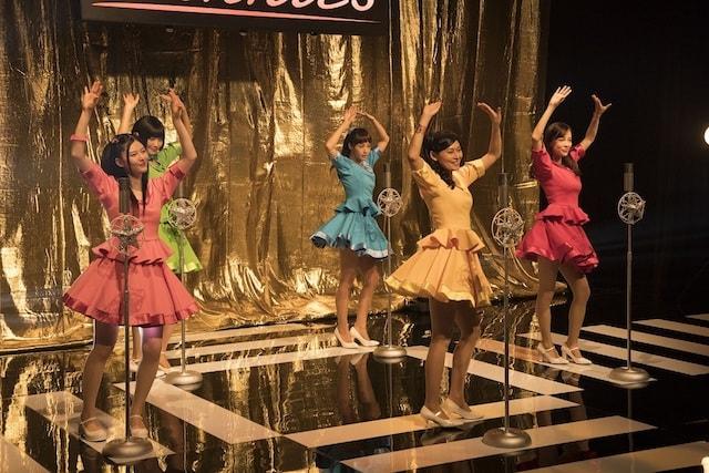アイドルグループ「サニーズ」のダンスシーン by 映画「猫は抱くもの」