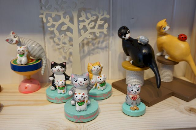 コンパクト飾れる猫の置物