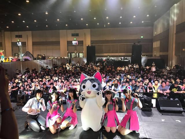 こねこのチーがAsia Comic Con 2018のステージで観客と記念撮影
