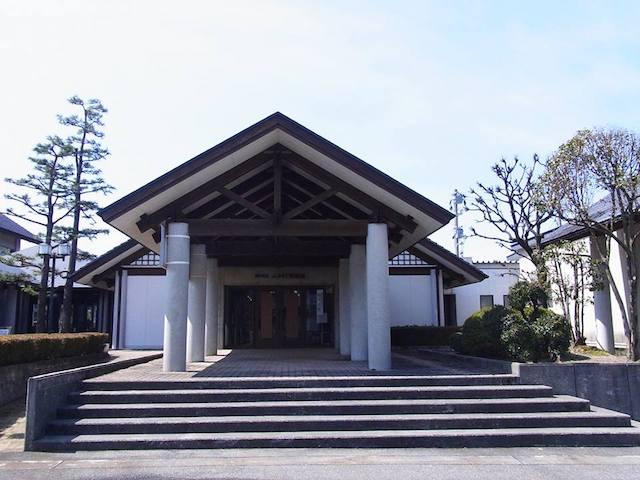 富山県にある「朝日町立ふるさと美術館」の外観