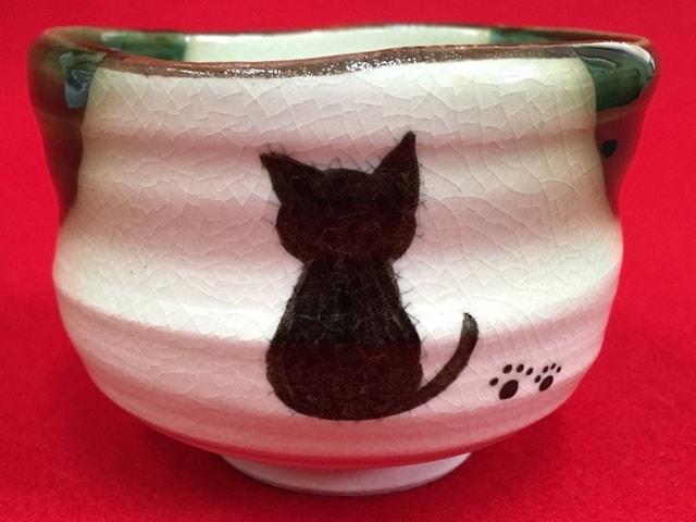 かわいい猫の器で抹茶を楽しめる、茶道具 青峰堂の「猫の抹茶碗」
