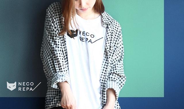 猫デザインのTシャツ by NECOREPA