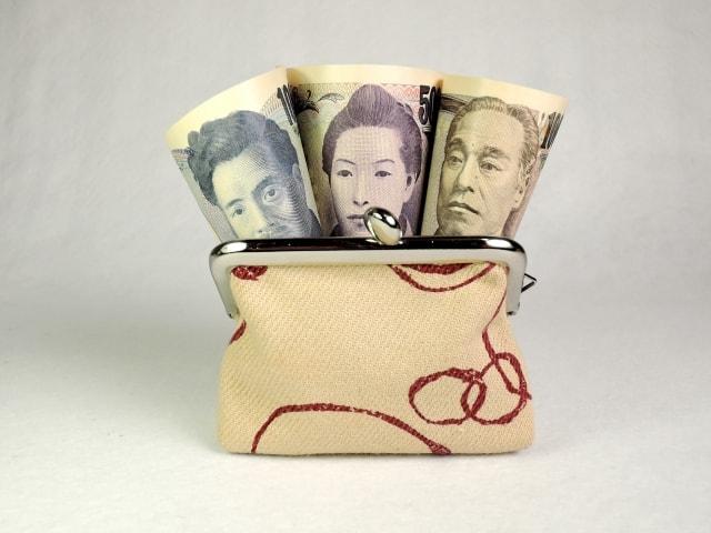 千円札、五千円札、1万円札の肖像画イメージ写真