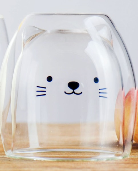 逆さにした猫のダブルウォールグラス「GOODGLAS」、中身が空の状態