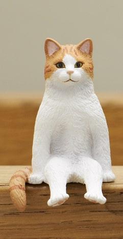 茶白猫 by フィギュア「座る猫」