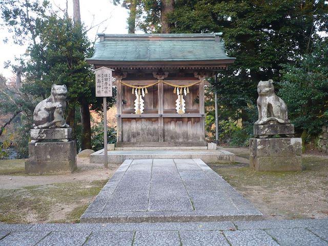 金刀比羅神社・木島神社の境内に鎮座している「狛猫」