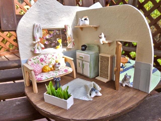 作家「あやねこや」さんが制作した猫のドールハウス