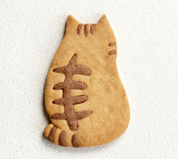 猫の背中をモチーフにした焼き菓子「にゃんこのサブレ」