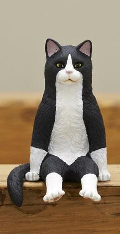 黒白のハチワレ猫 by フィギュア「座る猫」