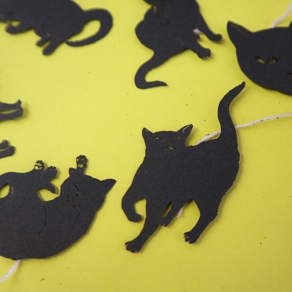 「ね紅茶」の猫の切り絵(拡大写真)