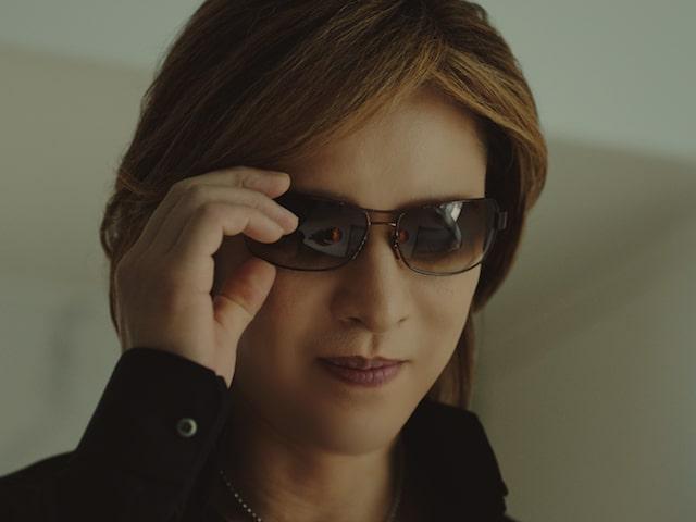 ブランドたまご「きよら グルメ仕立て」のテレビCMに出演するX JAPANのYOSHIKI